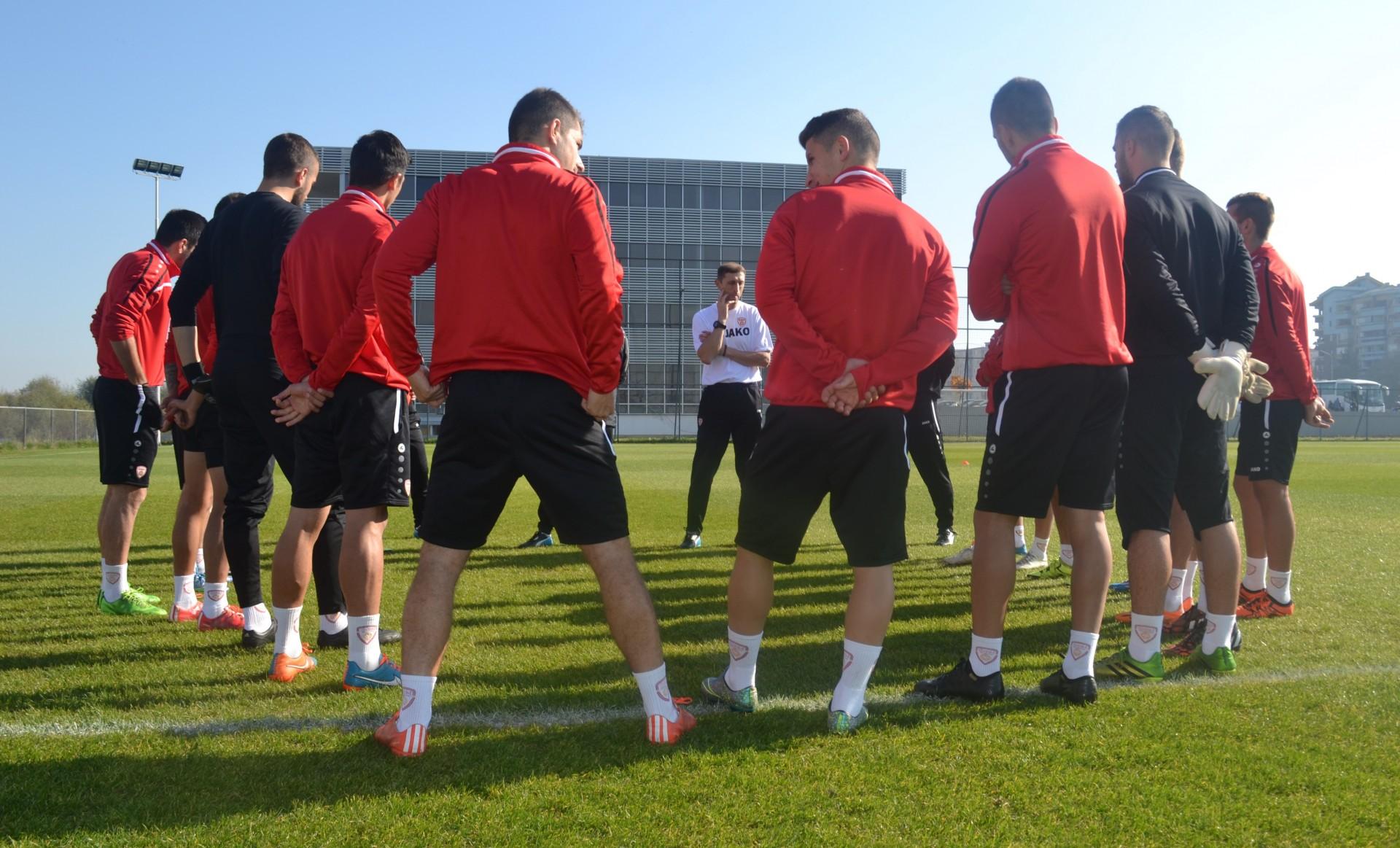 The U21s on training; photo: FFM