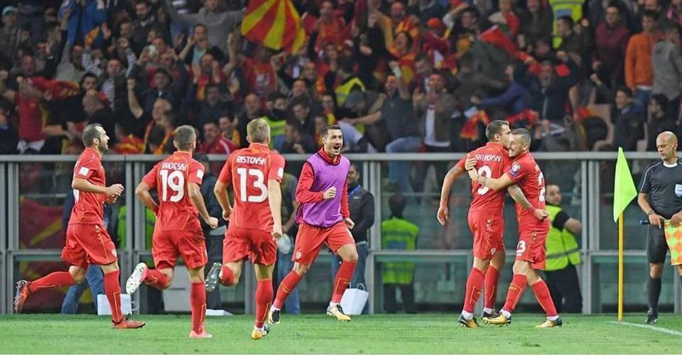 The Lynx celebrate Trajkovski's goal; photo: FFM